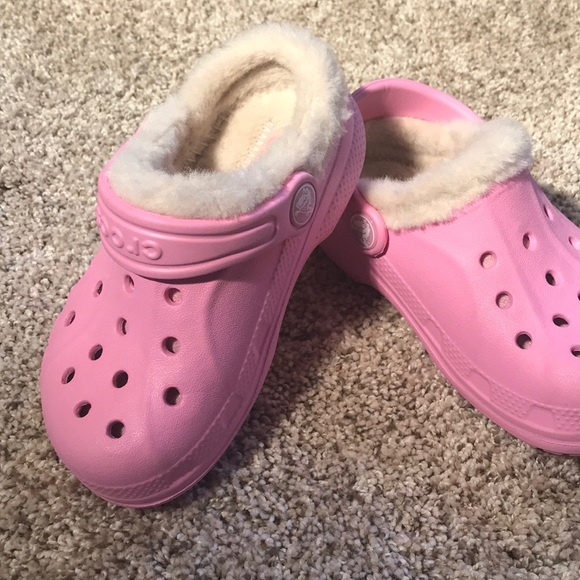 Girls Pink Crocs With The Fur Lining